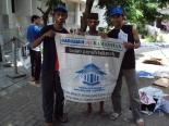 Bersama Mbah Jiman, saat penulis bersama kawan-kawan bersih-bersih Mustek & Sekre KMT. Poto diambil pada tanggal 13 Maret 2010